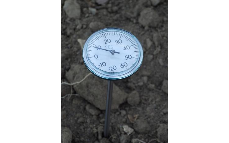 erdbodenthermometer im einsatz - Erdbodenthermometer